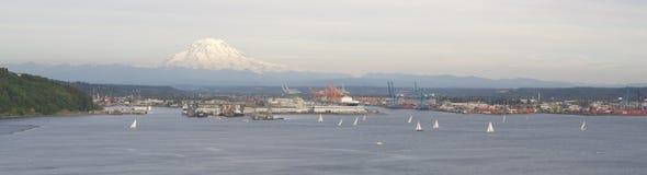 Taco céntrico del puerto de Puget Sound de la bahía del comienzo de la regata del velero Imagen de archivo libre de regalías