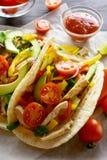 Taco con carne di pollo e le verdure Immagini Stock