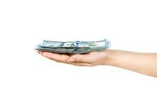 Taco de cientos billetes de dólar llevados a cabo disponibles Foto de archivo