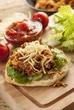 Taco mexicano hecho en casa del Flatbread con la carne Foto de archivo libre de regalías