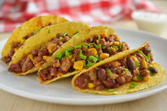 Taco's met chili con carne Stock Afbeelding