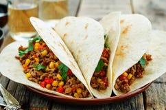 Taco's met vlees, graan en peper royalty-vrije stock foto