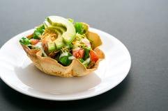 Taco sałatka w tortilla pucharze Fotografia Royalty Free