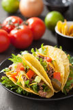 Taco skorupy z wołowiną i warzywami Obrazy Stock