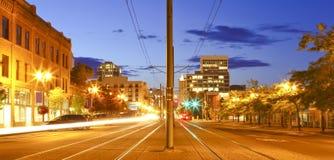 Tacoma im Stadtzentrum gelegen an der Nachthauptstraße - pazifische Allee. lizenzfreie stockbilder