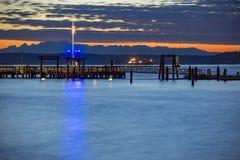 Tacoma si mette in bacino all'esposizione lunga del tramonto della bandiera americana Immagini Stock Libere da Diritti