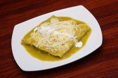 Tacos avec de la sauce verte. Images stock