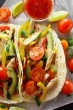 Tacos com carne e vegetais da galinha Fotos de Stock Royalty Free