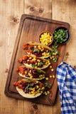 Tacos com carne, milho e os feijões vermelhos Foto de Stock
