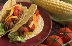 Tacos con maíz y tomates Fotos de archivo libres de regalías