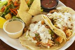 Tacos de Langostino, igualmente referidos como tacos do camarão imagens de stock