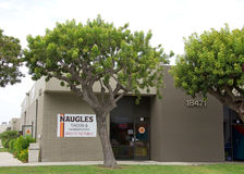 Tacos et hamburgers de Naugles dans Fountain Valley, CA Images stock