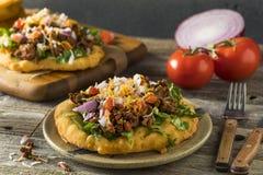 Tacos indien fait maison de pain de friture photographie stock