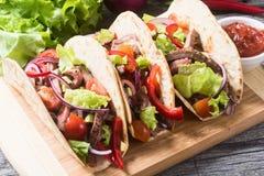Tacos mexicanos del cerdo imagenes de archivo