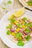 Tacos para el almuerzo con el pollo, salsa de la piña Fotografía de archivo