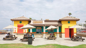 Tacos und Burger Naugles auf dem Strand Stockbilder