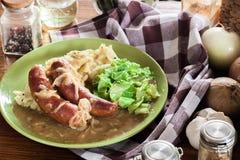 Tacots et mâche Saucisse cuite au four en sauce au jus d'oignon Photos stock