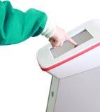 Tacto del doctor la pantalla del equipamiento médico fotografía de archivo libre de regalías