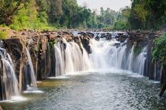 Tad Pha Souam vattenfall Arkivfoto