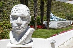 Tadashii,雕塑,博览会在戛纳 免版税库存照片