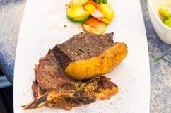 Tadellos gekochte Steakchorizo mit starkem Fett lizenzfreie stockbilder