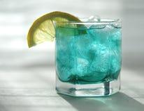 Tadelloser Sirup mit einer Zitrone und einem Eis Stockfoto