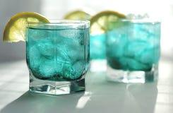 Tadelloser Sirup mit einer Zitrone und einem Eis Stockbilder