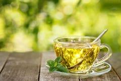 Tadelloser Tee auf Tabelle Lizenzfreies Stockfoto