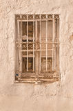 Tadelloses altes Tünche Castilianfenster stockfotos