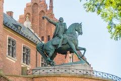 Tadeusz Kosciuszko monument nära ingången till berömda Wawel ca royaltyfri bild
