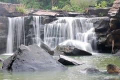Tadtone vattenfall Arkivfoton