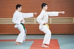 Taekwondo ćwiczy w gym zdjęcia royalty free