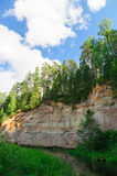 Taevaskoda砂岩露出反对蓝天的 免版税库存图片