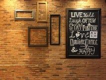 Tafel auf Retro- Ziegelstein Stockfotos