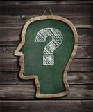 Tafel des menschlichen Kopfes und Fragezeichenkonzept Stockfotos