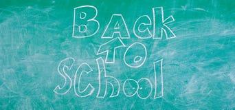 Tafel mit Aufschrift zur?ck zu Schule September-Zeit zur?ck zu zum Studieren und zum Erhalten von Bildung Anzeigenr?ckseite lizenzfreie stockfotografie