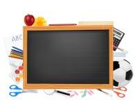 Tafel mit Schulezubehör. Lizenzfreies Stockfoto