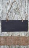 Tafel mit Seil auf dem alten Holz Stockfoto