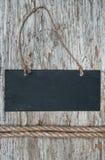 Tafel mit Seil auf dem alten Holz Stockbild