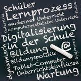 Tafel und Kreide mit Digital-Analog-Wandlung in der Schule lizenzfreie abbildung