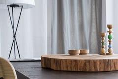 Tafelblad met houten decor stock foto's