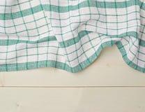 Tafelkleed of handdoek over de houten lijst Stock Foto's