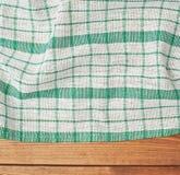 Tafelkleed of handdoek over de houten lijst Stock Afbeeldingen