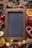 Tafellebkuchen Weihnachtsbaum und Geschenke auf Tischplatte VI Stockbild