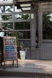 Tafelmenü außerhalb des Restaurants Brett-Menü Stockfotografie