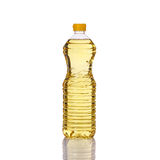 Tafelolie in plastic fles Het schot van de studio dat op wit wordt geïsoleerda Stock Afbeelding