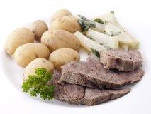Tafelspitz met aardappels in hun jasje Royalty-vrije Stock Fotografie
