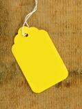 Tag amarelo na madeira Imagens de Stock
