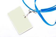 Tag conhecido e colhedor azul em um fundo branco. foto de stock