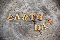 Tag der Erde-Wort auf hölzernem Hintergrund Lizenzfreie Stockfotos